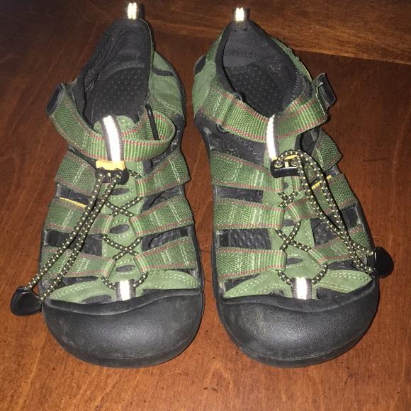 ca22f1a1e4 Keen Shoes   Newport Sandals Size 5 Youthwomens Size 6   Poshmark keen  youth sandals size